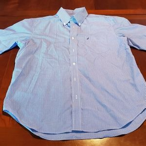 Nautica Mens shirt is size Large